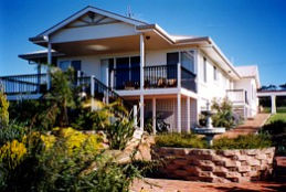 Lovering's Beach Houses - The Whitehouse Emu Bay - Accommodation Georgetown