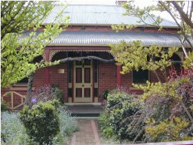 FINCHES OF BEECHWORTH - Accommodation Georgetown