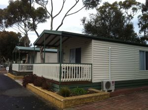 Lake Albert Caravan Park Meningie SA - Accommodation Georgetown