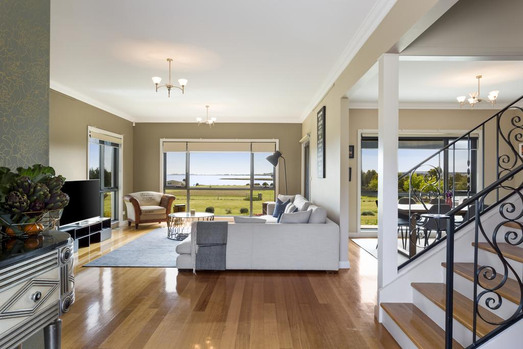 LUXURY WATERFRONT FAMILY HOME-TASMANIA I-L'Abode - Accommodation Georgetown